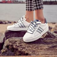 Leather Sneaker - white, WHITE/NAVY M., hi-res